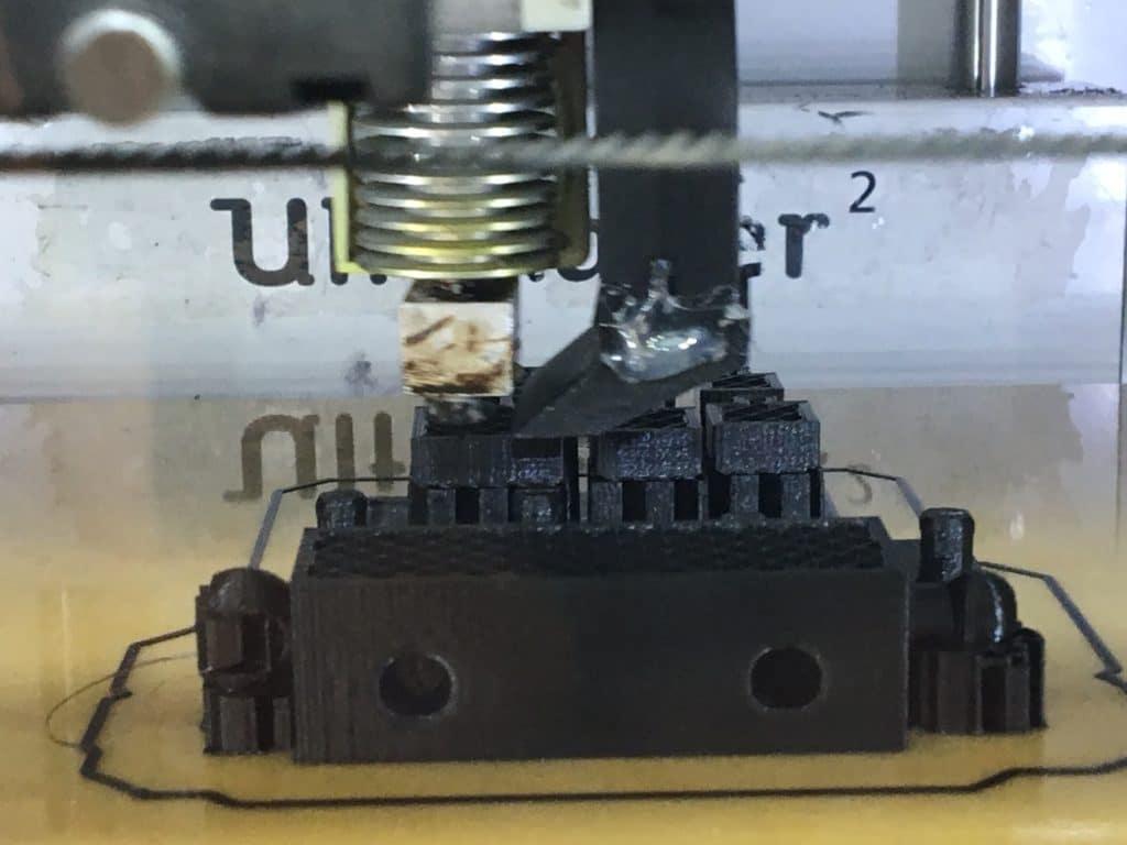 Ein Teil des Pokals wird im 3D-Drucker hergestellt